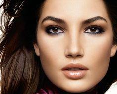 As maquiagens fazem parte do dia a dia de todas nós mulheres, sabemos o quanto é importante dar aquele up no visual e a maquiagem tem este poder: O de