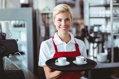 Przeczytaj przykładowy angielski dialog w kawiarni i poznaj najważniejsze słówka i zwroty. Angielski dla baristy i nie tylko. Ucz się konwersacji.