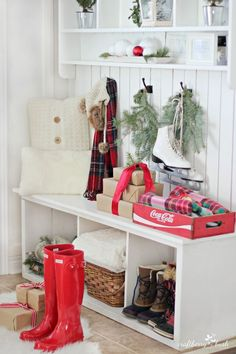 Holiday Home Tour Grand Finale: {Craftberry Bush} - Unskinny Boppy - Million Feed Christmas Love, All Things Christmas, Merry Christmas, Rustic Christmas, Christmas Tablescapes, Christmas Decorations, Christmas Inspiration, Christmas Ideas, Mudroom