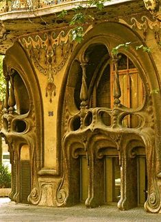 Casa Comalat in Barcelona was built in 1911. This Art Nouveau facade shows the influence of Gaudí, with its wavy roof and bulging balconies.