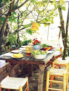 Alfresco dining - I'd love to have a table like this outside Outdoor Dining, Outdoor Spaces, Outdoor Decor, Dining Area, Rustic Outdoor, Dining Room, Rustic Table, A Table, Patio Table