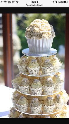 I'd like something like this for my 30th apart from the big cupcake at the top xx
