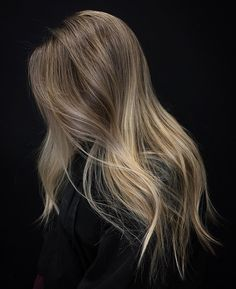 I honestly don't have a caption 💀 anyone wanna help me out? Brunette With Blonde Highlights, Blonde Hair Shades, Dark Blonde Hair, Brunette Hair, Ombre Sombre, Blonde Balayage, Scarf Hairstyles, Pretty Hairstyles, Victoria Secret Hair