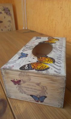 chustecznik Decoration Shabby, Decorations, Kleenex Box, Arts And Crafts, Paper Crafts, Decoupage Box, Letter Holder, Hat Boxes, Covered Boxes