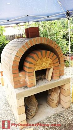 Build A Storage Shed For Your Firewood - Shed Plans Diy Pizza Oven, Pizza Oven Outdoor, Pizza Ovens, Bbq Shed, Bricks Pizza, Four A Pizza, Bois Diy, Wooden Playhouse, Playhouse Ideas