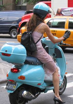Modern Vespa : scooter babes (NSFW!!!!)