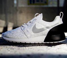 Nike WMNS Roshe Run – White / White – Black