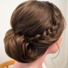 Wedding Hairstyles : Chignon Bun Hairstyles for wedding 3 - ListFender New Bridal Hairstyle, Best Wedding Hairstyles, Pretty Hairstyles, Braided Hairstyles, Braided Updo, Simple Hairstyles, Elegant Wedding Hair, Wedding Hair And Makeup, Hair Wedding