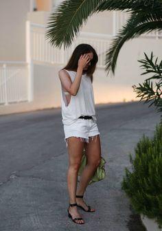Fashion junkiie sporting ATP Atelier sandals Carmen in Greece #inatpatelier #atpatelier #sandals #madeinitaly
