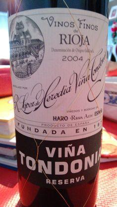 Viña Tondonia Reserva 2004 - DO Ca Rioja - Bodega López de Heredia (Haro) - Vino tinto reserva envejecido 6 años en barricas de roble americano propias, usadas y sometido a 2 trasiegos por año. Clarificado con claras de huevos frescos y embotellado sin filtrar - 75% Tempranillo, 15% Garnacha, 10% Graciano y Mazuelo - 13% - 94 PARKER / 94 PEÑIN