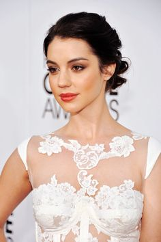 Red carpet hairstyle. Beautiful loose updo - Adelaide Kane. Celebrity Hairstyle.