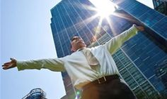 Ya no es suficiente con estar disponible, tener años en la empresa o quedarse horas extra; ser un empleado visible en la organización es un requisito para subir de nivel.