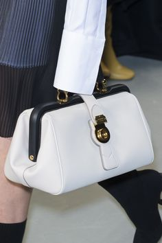 Burberry Spring 2017 Fashion Show Details - The Impression