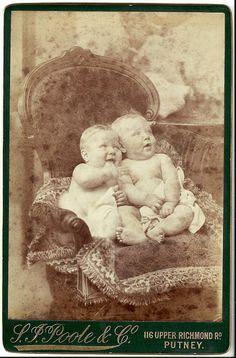 Vintage photo of cherubic twins Vintage Children Photos, Vintage Twins, Vintage Pictures, Old Pictures, Vintage Images, Old Photos, Vintage Art, Vintage Portrait, Time Pictures