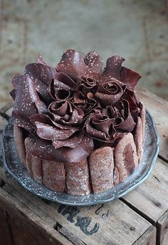 better be serious about chocolate! translates looks like the Best chocolate fix out there maybe Momo's bday Charlotte Dessert, Charlotte Cake, Desserts To Make, Delicious Desserts, Dessert Recipes, Decadent Chocolate, Chocolate Desserts, Chocolate Cake, Fancy Cakes