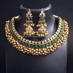 Gold Jewellery Designs Necklace In Dubai Kids Gold Jewellery, Indian Jewelry Sets, Real Gold Jewelry, Gold Wedding Jewelry, Gold Jewellery Design, India Jewelry, Indian Accessories, Jewellery Shops, Metal Jewelry