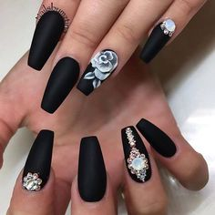 Extend style to your nails by using nail art designs. Donned by fashionable personalities, these kinds of nail designs will add instantaneous allure to your outfit. Black Coffin Nails, Black Nail Art, Matte Black, Black Gold, Black Acrylic Nails, White Nails, Black White, Rose Nail Art, Rose Nails