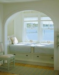beach house bedroom! This would be perfect for a rainy beach day nook. Perfect storm watching.