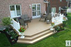 Large, low, single level deck design.