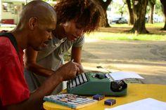 A proposta é incentivar o hábito da leitura e da escrita, sobretudo, na população em situação de rua.