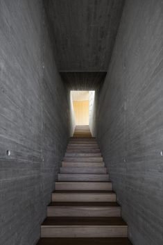 Image 12 of 18 from gallery of Villa-VR / YTAA - Youssef Tohme Architects and Associates. Photograph by Ieva Saudargaite Precast Concrete, White Concrete, Chandon, Mini Site, Roof Structure, Stairways, Interior Decorating, Interior Design, Architecture Design