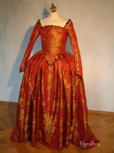 Tudorkleid aus rotem Seidendamst