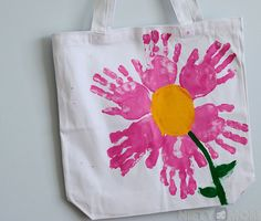 Handprint Flower Pedals Tote Bag - Mother's Day Gift Idea day gift bag Mother's Day Gift Idea – Handprint Tote Bags Mothers Day Crafts Preschool, Preschool Gifts, Baby Crafts, Toddler Crafts, Hand Print Flowers, Painted Canvas Bags, Cute Mothers Day Gifts, Handprint Art, Mother's Day Diy