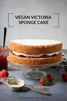 Vegan Victoria Sponge Recipe This easy one-bowl vegan Victoria sponge is light, fluffy and absolutely delicious. Strawberry jam and vanilla cream are sandwiched between vanilla sponge cakes. Try this vegan version of the classic British cake recipe. Healthy Vegan Dessert, Vegan Dessert Recipes, Vegan Treats, Vegan Baking Recipes, Vanilla Recipes, Vegetarian Cake, Dessert Food, Healthy Baking, Recipes Dinner