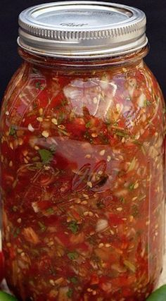 This homemade salsa recipe - easy, simple, and delicious . is just like what you'd get at a restaurant. This is the easiest way to make fresher salsa and not have to eat jarred again - I'll never go back to jarred salsa again! Salsa Canning Recipes, Mexican Salsa Recipes, Canning Salsa, Canning Tomatoes, Fresh Tomato Recipes, Fresh Tomato Salsa, Pan Dulce, Chorizo, Salads