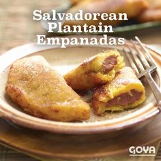 Everybody gather in the kitchen. It's frying time! We made these sweet and filling Salvadorean Plantain Empanadas with GOYA® Frozen Ripe Plantains, and they were a cinch to make. Pork Recipes, Mexican Food Recipes, Chicken Recipes, Dessert Recipes, Cooking Recipes, Recipies, Beef Empanadas, Empanadas Recipe, Goya Recipes Puerto Rico
