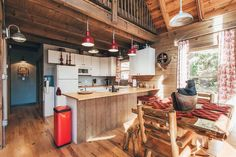 Interesting architectural details and industrial fixtures make this light, modern cabin the definition of glamping. This effortlessly chic cabin is situated on 79 acres, and includes a pond for you to practice your perfect cast. Cottages By The Sea, Cabins And Cottages, Log Cabins, Cute Cottage, Cottage Ideas, Log Cabin Rentals, Industrial Bedroom, Cabins In The Woods, Bedroom Lighting