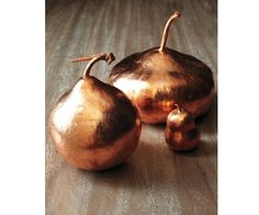 DIY copper gourds -- perfect for a fall table setting! Just use copper leaf on foam or dried gourds Fall Table Settings, Thanksgiving Table Settings, Thanksgiving Decorations, Holiday Decor, Thanksgiving Crafts, Happy Thanksgiving, Thanksgiving Wedding, Thanksgiving Tablescapes, Decoration Table