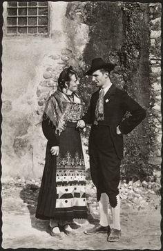 Italy - Tesino (Trentino region) traditional folk costume XIX sec. Old Pictures, Old Photos, Vintage Photos, Contemporary Decorative Art, Italian People, Vintage Italy, Folk Costume, Historical Costume, Italian Style