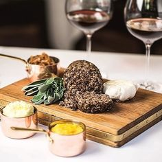 Savoy Grill pays tribute to #Scottish poet Robert Burns, join us on 25th January to enjoy some #haggis! #burnsnight