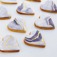 For a dessert buffet: Heart shaped cookies, watercolour lilac marble effect with gold vein - so sweet! Like, literally and as a concept, for that won't get left on the table. Fondant Cookies, Royal Icing Cookies, Sugar Cookies, Sugar Cookie Icing, Cupcakes, Heart Shaped Cookies, Heart Cookies, Wedding Cookies, Wedding Desserts