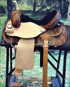 Hilason Flex Tree Barrel Racing Saddle- I really really rally like this saddle!!