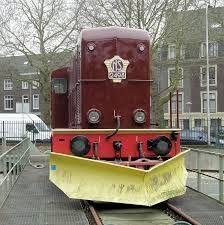 nederlandse diesellocomotieven - 2400 met sneeuwschuiver