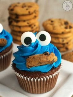 Cookie Monster Cupcakes by The Cupcake Diaries Cookie Monster Cupcakes, Kid Cupcakes, Cupcake Cookies, Simple Cupcakes, Disney Cupcakes, Fancy Cupcakes, Easy Animal Cupcakes, Cupcakes For Girls, Haloween Cupcakes