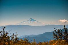 Mt. Hood as seen from Mt. Saint Helens [OC] [2000x1335] OmicronCeti http://ift.tt/2opgKWe April 02 2017 at 06:11AMon reddit.com/r/ EarthPorn