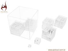 Caixa com varias outras caixinhas menores feitas em acrílico cristal.  Box with several other smaller boxes done in crystal acrylic.