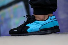 No stranger to aquatic colorways with the recent Ocean Depths Blue drop, the Diadora Titan II is rocking the sea shade for autumn 2015. The vibrant shade o