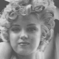 Young Marilyn Monroe, Marilyn Monroe Photos, Marylin Monroe, Old Hollywood Glamour, Hollywood Stars, Classic Hollywood, Have A Great Thursday, Norma Jeane, Photo Black