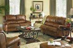 Traditional Living Rooms | ... Room Furniture 4 Usher in Old World Charm with Traditional Living Room