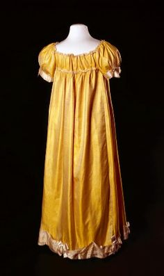Evening gown, 1800-15. Amsterdam Museum.