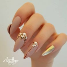 Bling Nail Designs Nailart The best nail art photos using Gelish nail polish and gel With Beautiful Design For Your Nails Get Here Picture Credit Gelish Nails, Matte Nails, Manicure, Nude Nails, Acrylic Nails, Coffin Nails, Fabulous Nails, Perfect Nails, Nail Designs Spring