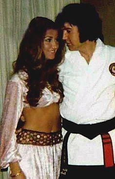ELVIS NOW - Elvis candids from 1969-77/Elvis & Linda Thompson in Hotel Suite circa 1973.