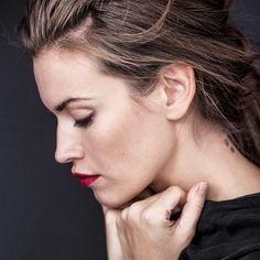 #photo #beauty #monikamotor @monikamotor_photography #model #magdalenadziun @dziun #makeup #makeupartist #mua #makeupbyme #eminorembergmakeupartist #redlips #mattlips #hair#hair @insane260688