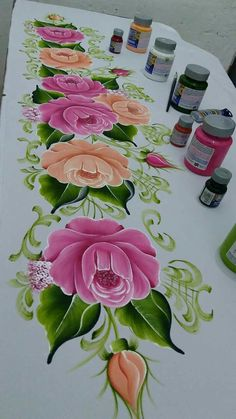 Que Saree Painting, Tole Painting, Fabric Painting, Painting & Drawing, Pinterest Pinturas, Placemat Design, Fabric Paint Designs, One Stroke Painting, Flower Art