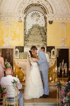 Husband & Wife - Photo by Matt + Lena Photography   @vweddingportuga #weddinginportugal #vintageweddinginportugal #vintagewedding #portugalwedding #weddingportugal #weddingsinportugal #myvintageweddinginportugal #rusticwedding #rusticweddinginportugal #thequinta #weddinginsintra
