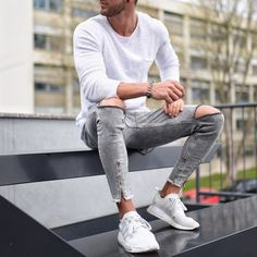 """40 Gorgeous Men Street Styles Ideas What exactly does the term """"street style"""" mean? Well, the meaning is really implied in the name itself. High Street Fashion, Modern Men Street Style, Streetwear Mode, Streetwear Fashion, Herren Outfit, Mode Outfits, Fashion Pictures, Gorgeous Men, Minimalist Fashion"""